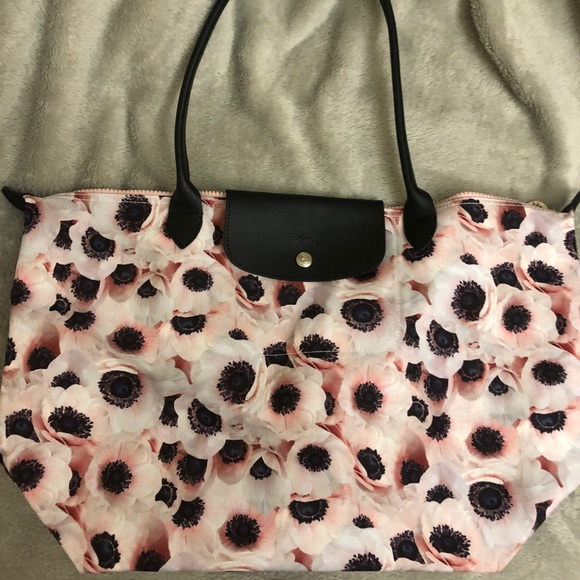 0e335f8ccdbf Longchamp Le Pliage Medium Anemone Shoulder Bag